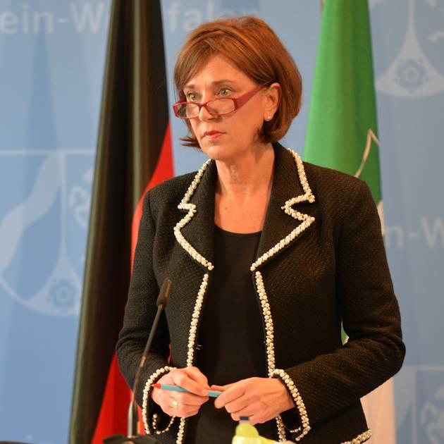Schulministerin Gebauer